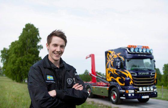 Scania YETD 2010-winnaar krijgt truck