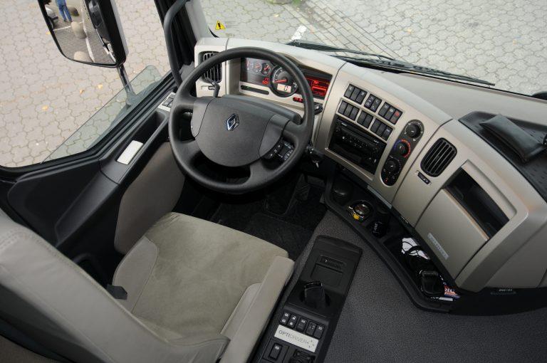 Praktijktest renault premium 460 euro5 truckstar for Interieur camion renault t