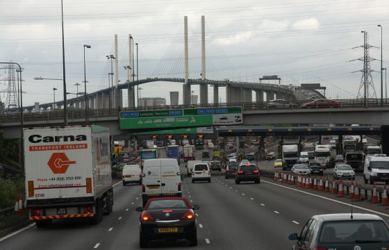 Truckheffing voor rijden in UK