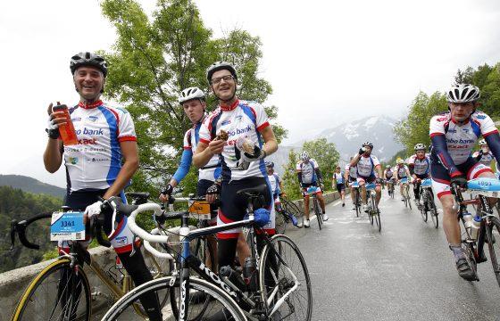 Chauffeurs beklimmen Alpe d'Huez