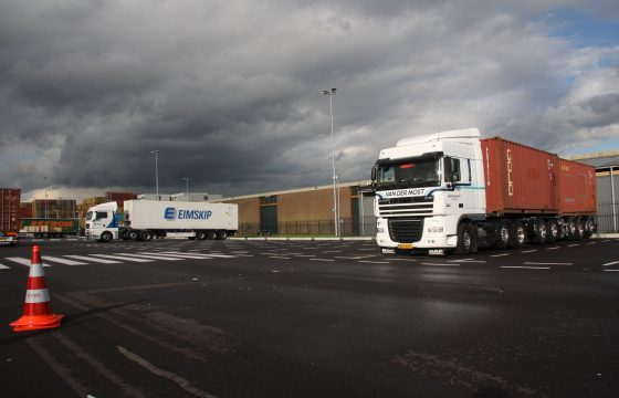 Truckparking Waalhaven officieel open