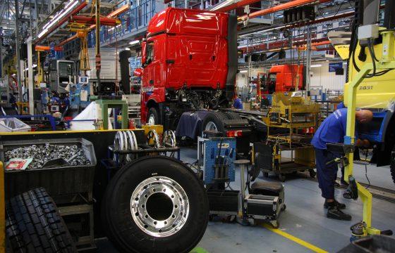 Mercedes schroeft productie terug
