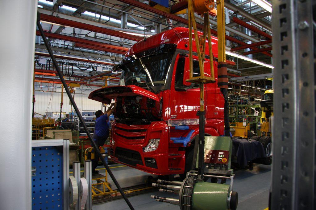 MAN en Mercedes onderbreken productie