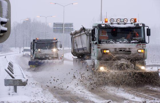 Sneeuw hindert verkeer Groningen