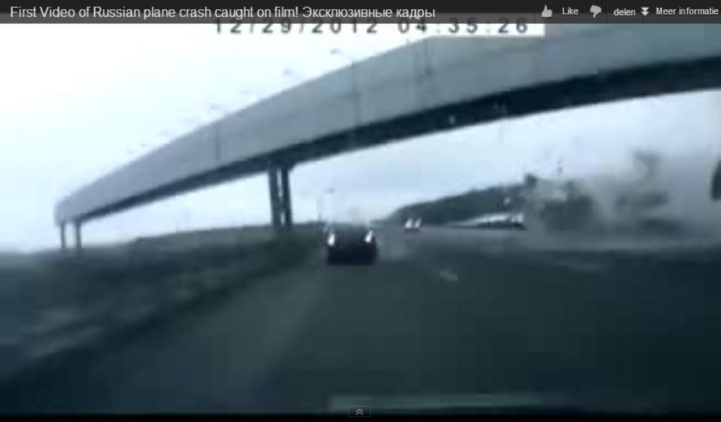 Automobilist filmt vliegtuigcrash