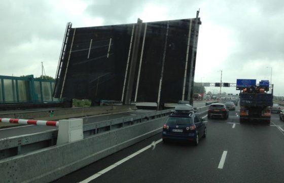 File op A1 door storing brug