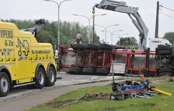 Auto snijdt truck: ravage in België