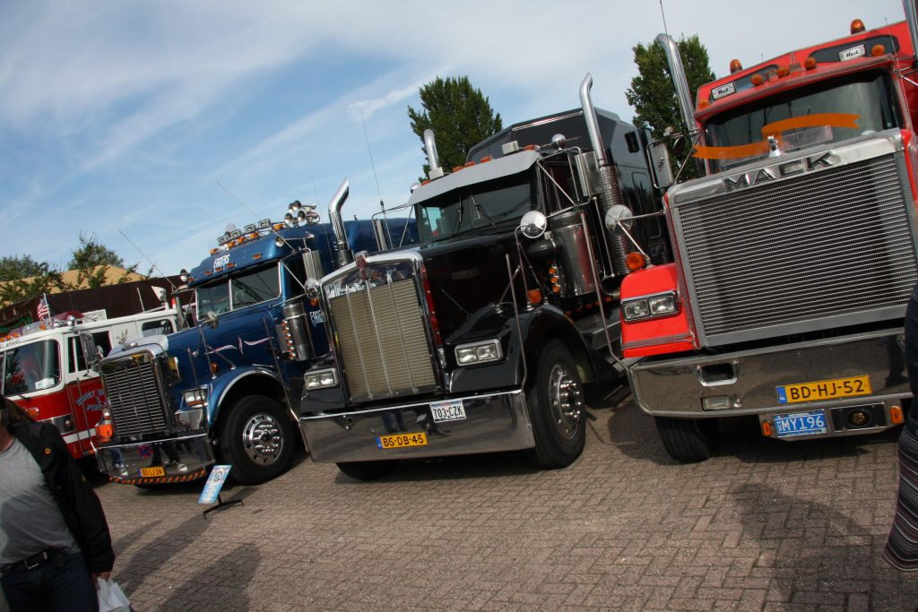 Mackdag as zondag vol trucks en kranen