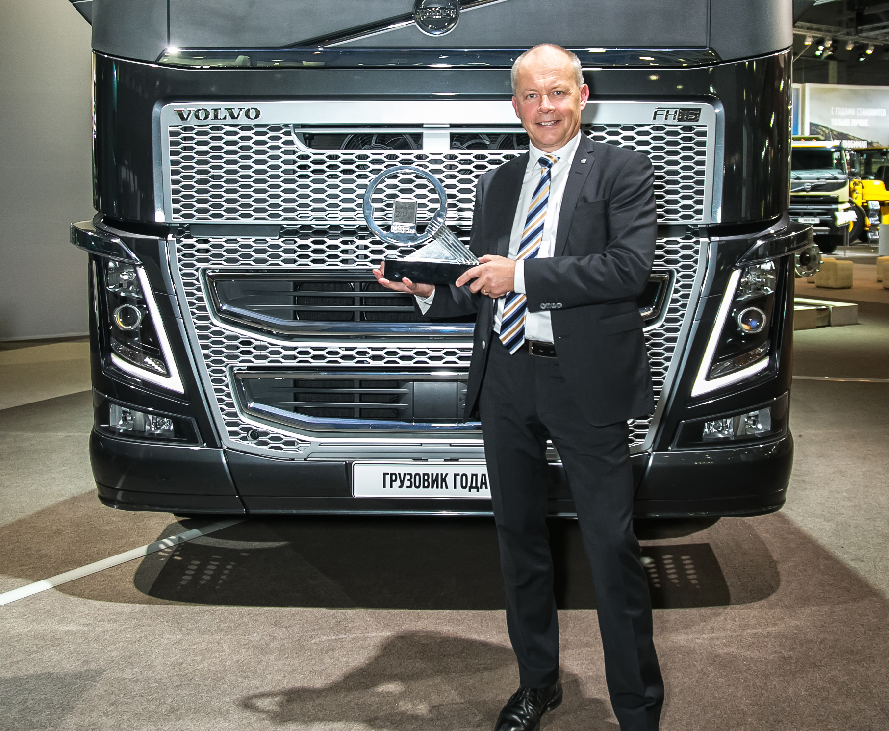 volvo fh truck of the year 2014 truckstar. Black Bedroom Furniture Sets. Home Design Ideas