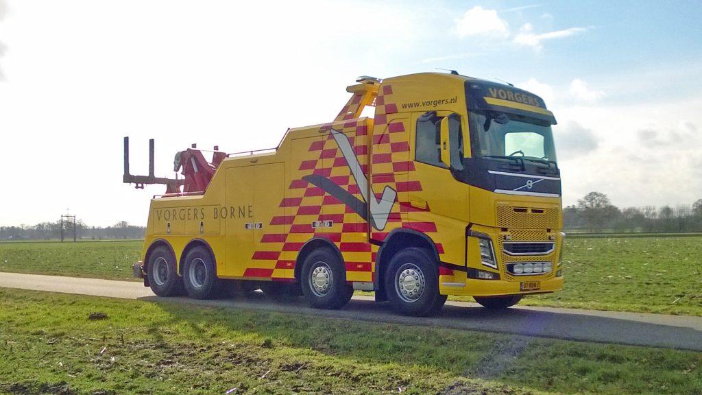 Zware Volvo FH-berger in Twente