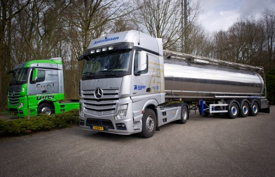 Antonissen Transport blij met nieuwe Actros