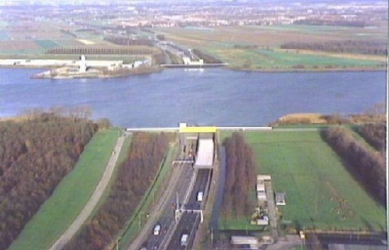 Verkeerschaos na brand in Heinenoordtunnel