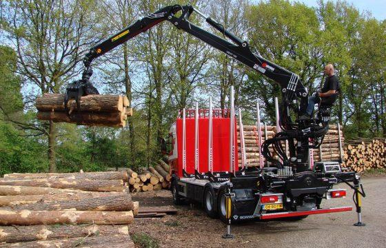 HIAB levert eerste Loglift 118S houtkraan in Nederland