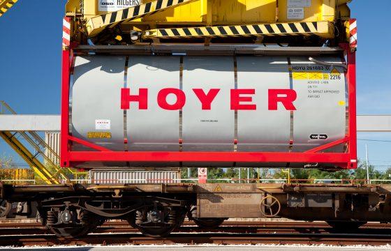 Hoyer breidt containervloot flink uit