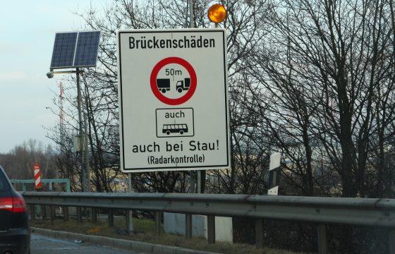 Helft Duitse bruggen rot