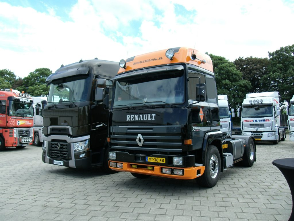 Renaults verzamelen zich op Renaultoloog Festival