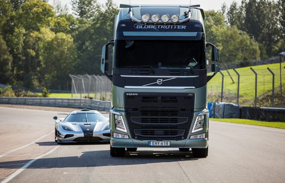Volvo FH Dual Clutch vs Koenigsegg One:1