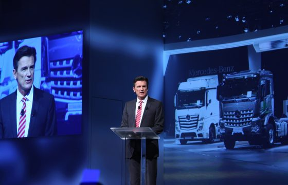 Daimler verkoopt bijna half miljoen trucks