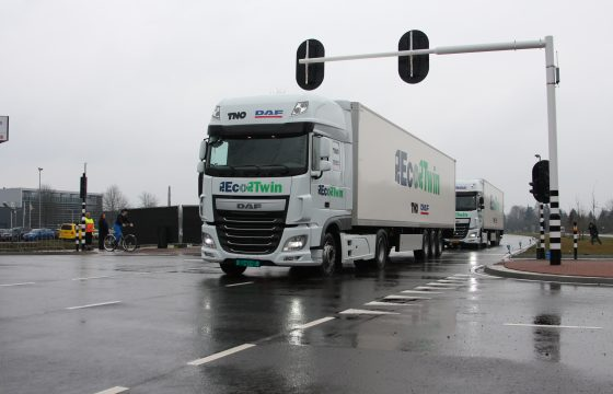 DAF en TNO in 'platooning'-demonstratie