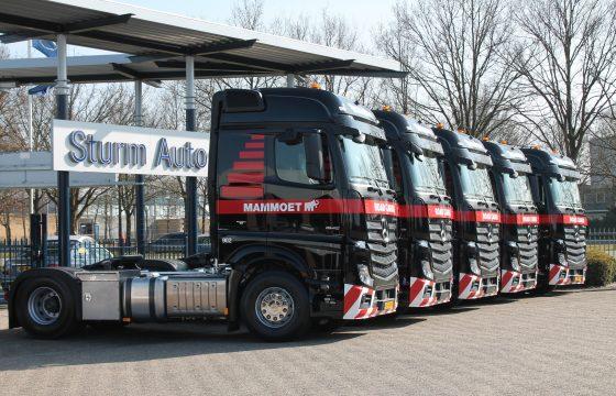 30 Actros-trekkers Mammoet Road Cargo