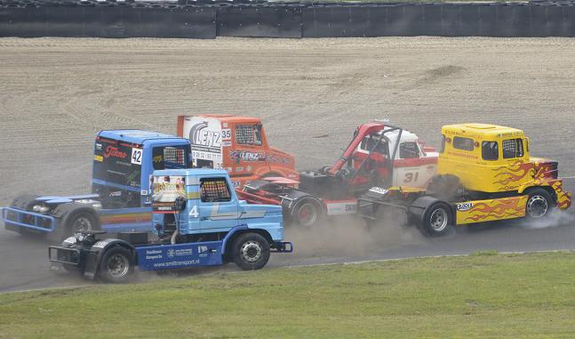 Racetrucks tijdens Paasraces