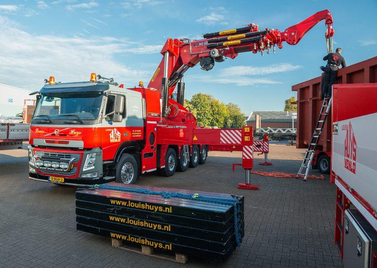 Volvo FM met 365 tonmeter kraan