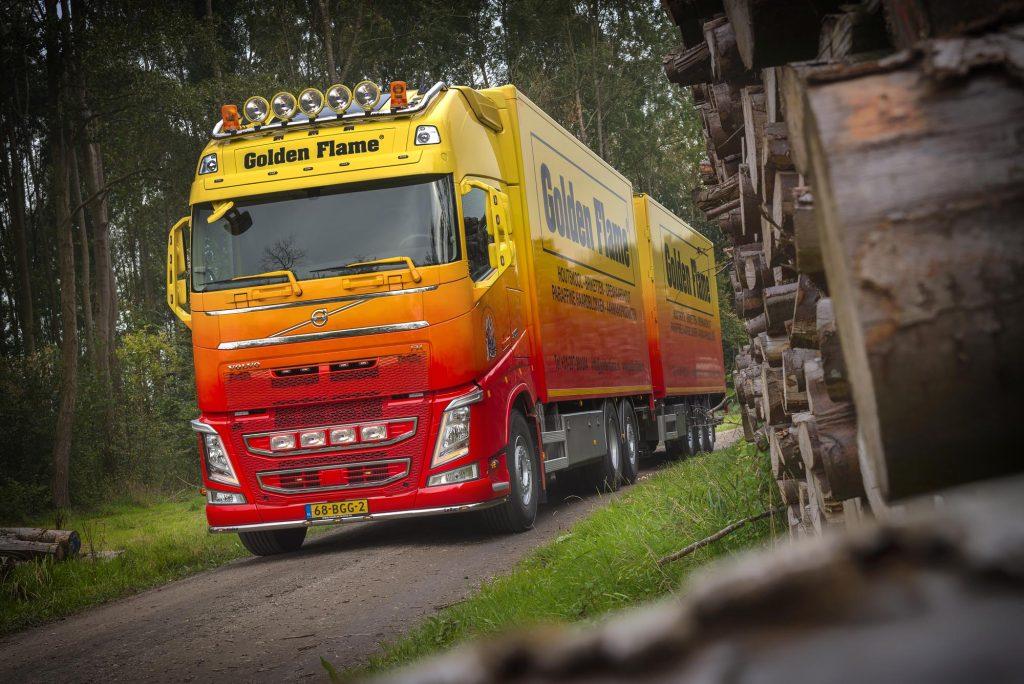 Volvo FH voor Golden Flame