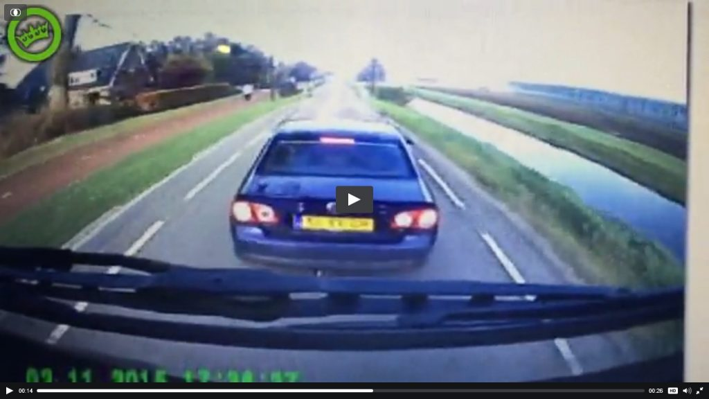 Absurd weggedrag automobilist gefilmd
