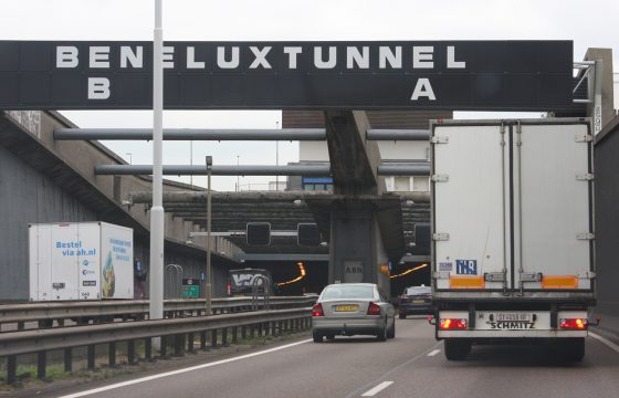 Poolse chauffeur sloopt Beneluxtunnel