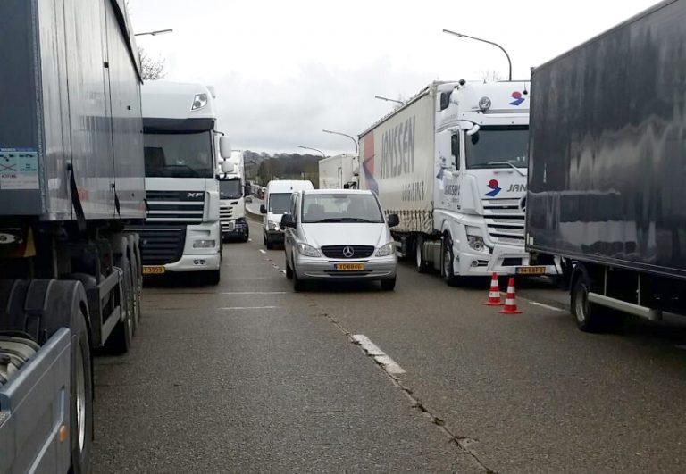 Foto's: NL chauffeurs muurvast in België