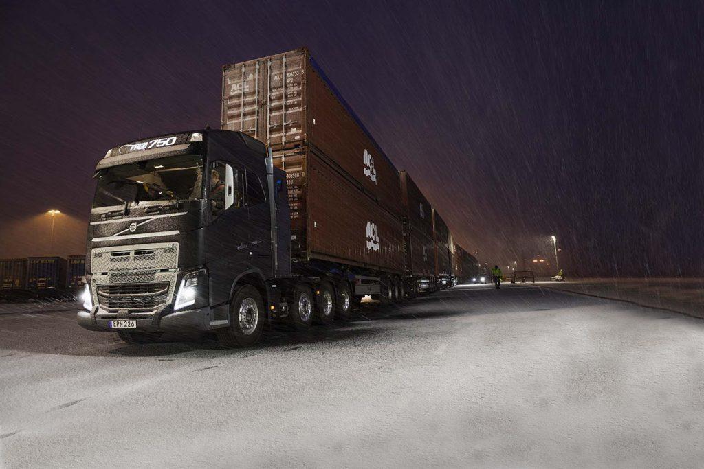 VIDEO - FH16 750 trekt 750 ton