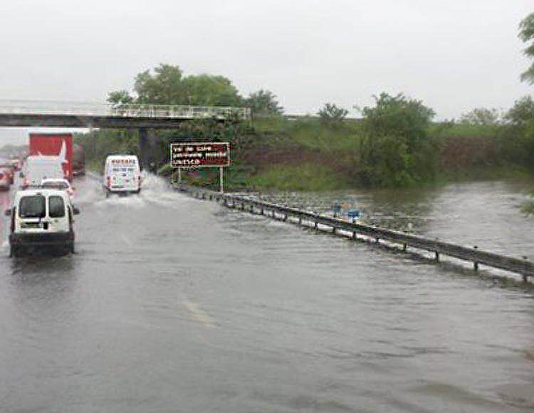 Noodweer in Frankrijk: A10 Orléans dicht