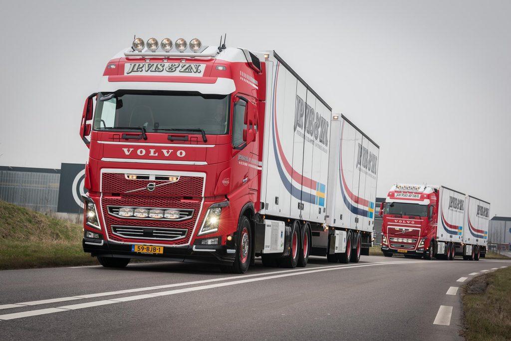 Twee Volvo's FH16 750 voor J.P. Vis - Truckstar