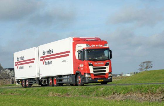 Scania De Vries & Zn Hallum