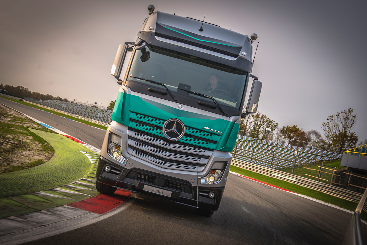 mercedes actros silverstar met vleugje formule 1. Black Bedroom Furniture Sets. Home Design Ideas