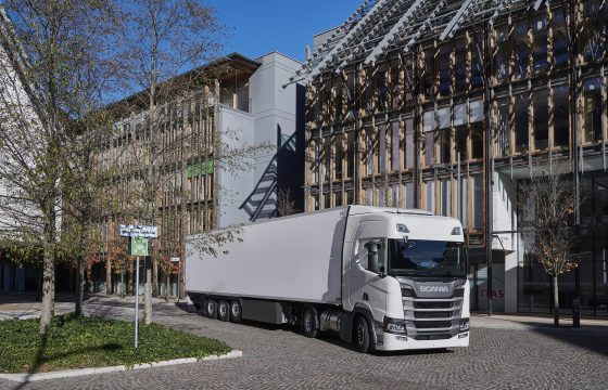 Scania R 410 Highline 4x2 LNG with semitrailer Trento, Italy