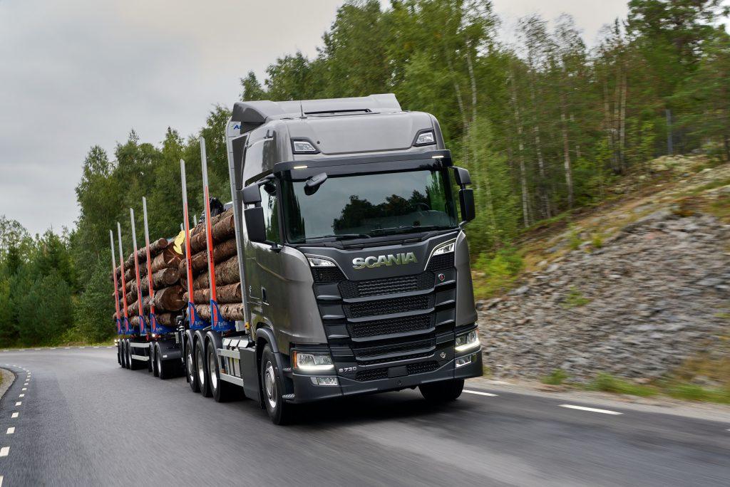 Scania S 730 V8 Highline 8x4 rear-steer timber transport
