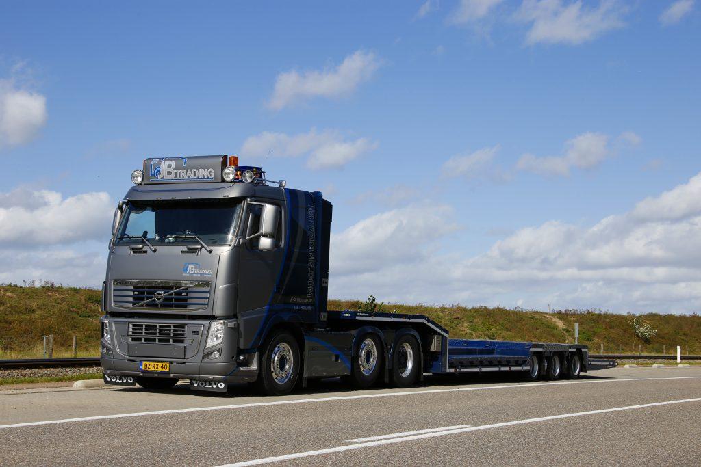 Volvo FH met semi-dieplader