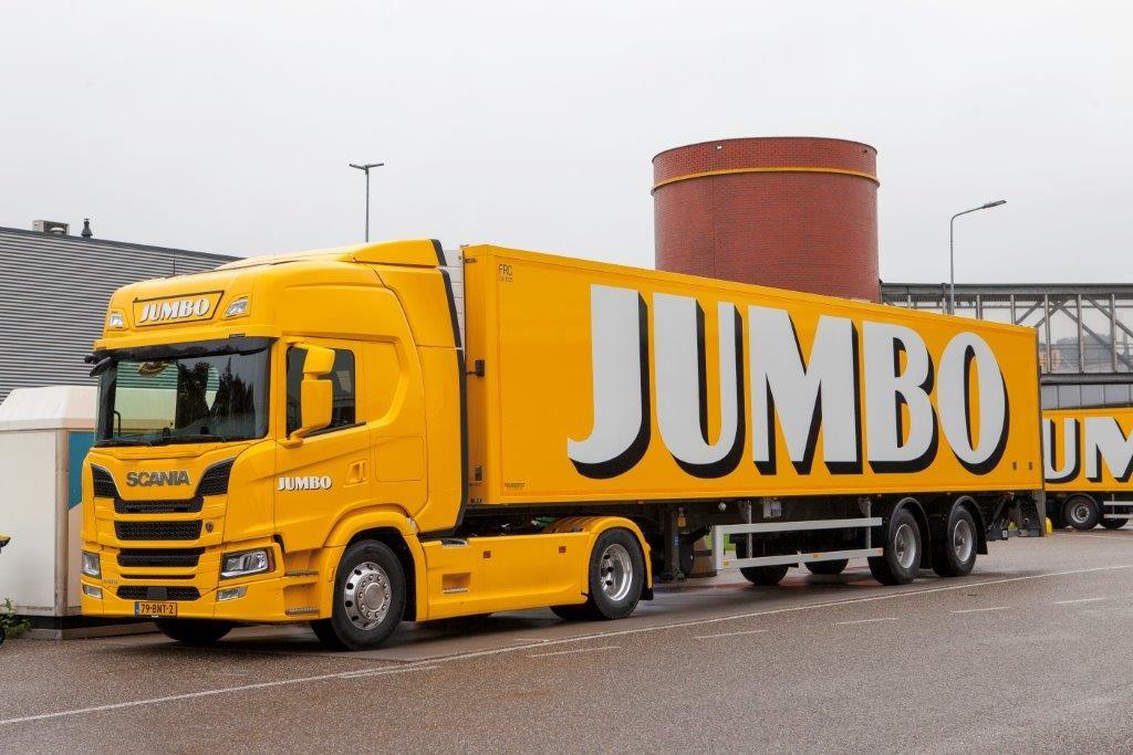 Scania in het geel van Jumbo