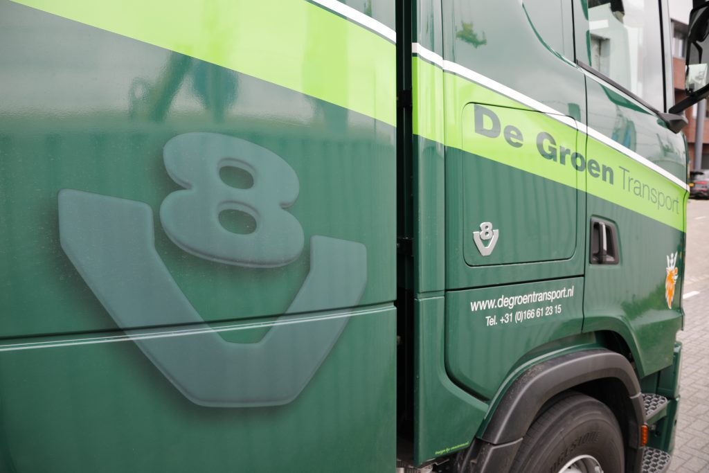 Scania V8 logo